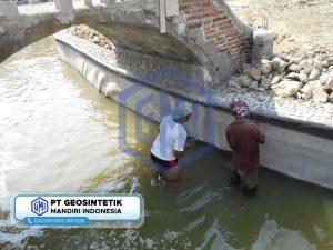 pemasangan geomembrane